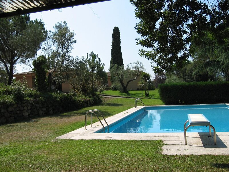 VILLA WITH BIG SWIMMING POOL AND GARDEN, WITH A LOT OF PIVACITY, holiday rental in Romanya de la Selva