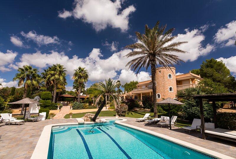 Villa Pablo with great and big garden, location de vacances à Ibiza