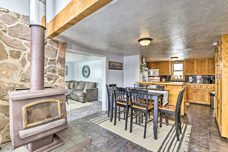 NEW! Cozy Kremmling Retreat with Mountain Views!, holiday rental in Parshall