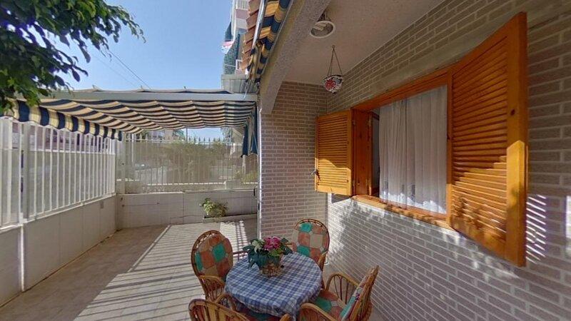 Bungalow con terraza de 50 m2 cerca de la playa en Santa Pola-Alicante-España, holiday rental in Santa Pola