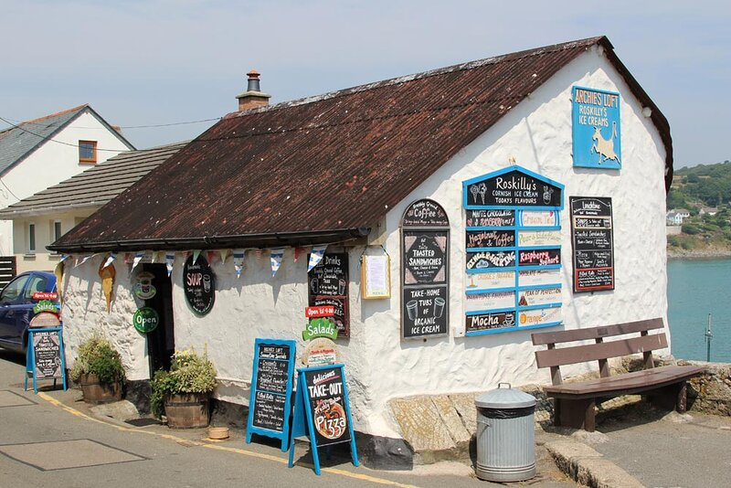 Enjoy local Roskillys ice creams, takeaway woodfired pizza and more with a view of the harbour