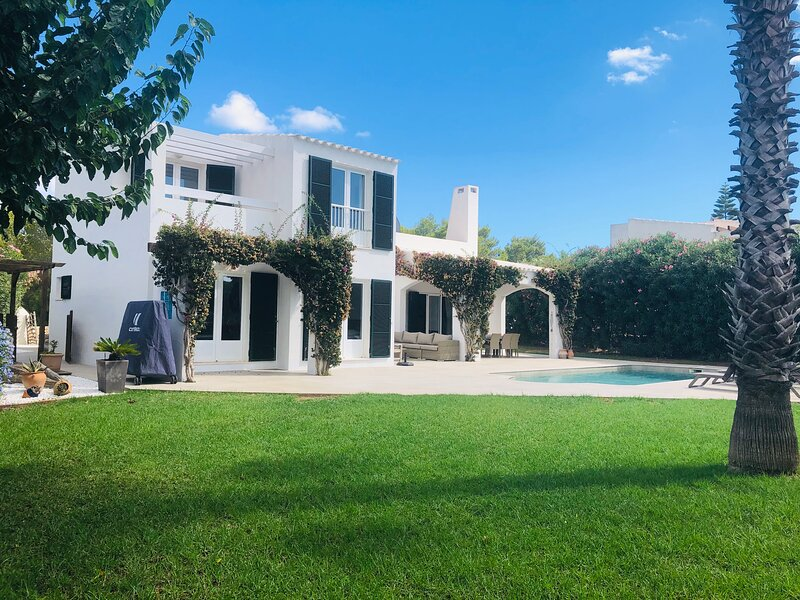 Villa Estrella - Beautiful villa with private pool and garden near the beach – semesterbostad i Sant Climent
