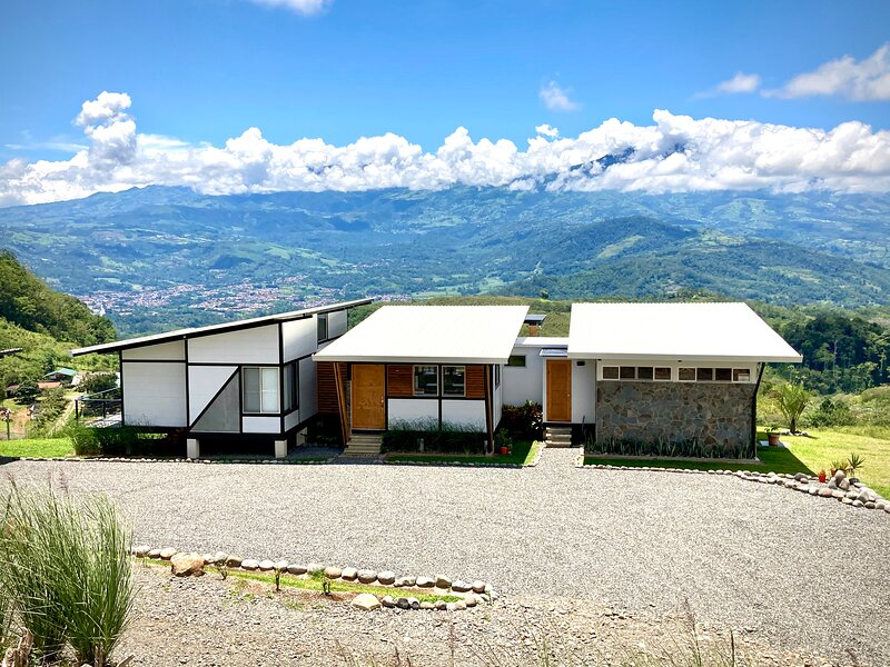 Chic Mountain Home, vacation rental in Province of Cartago