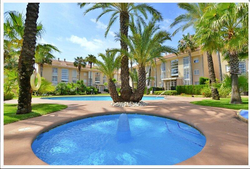 Spacious 3 Bedroom, 3 Bathroom Duplex Apartment in Javea, holiday rental in Javea