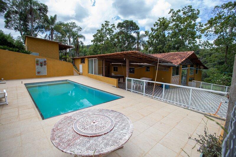 Chácara c piscina, churrasqueira e Wi-Fi em Ibiúna, holiday rental in Ibiuna