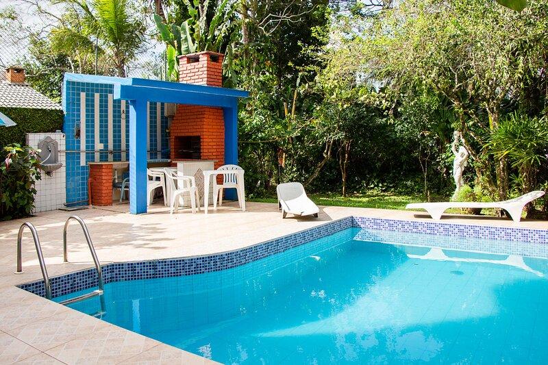 Casa linda com lazer completo e wi-fi em Riviera, alquiler de vacaciones en Bertioga