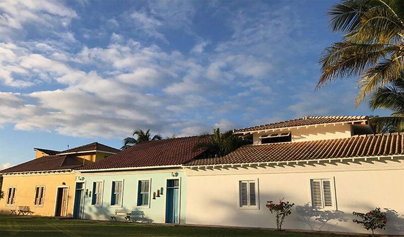 Casa com wifi e churrasqueira na Praia do Espelho, holiday rental in Praia do Espelho