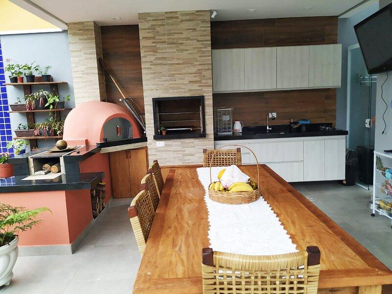 Casa incrível c/ Wifi e Piscina, próximo da Praia, vacation rental in Caraguatatuba