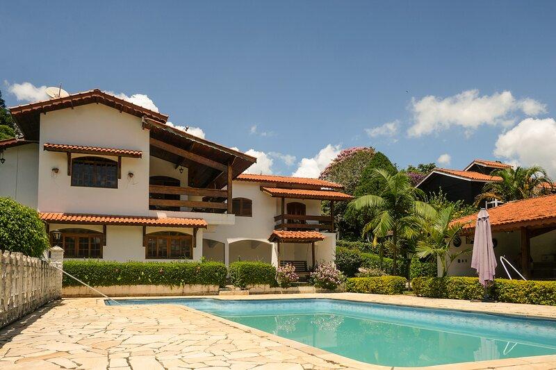 Chácara com piscina, churrasqueira e hidro, alquiler de vacaciones en Piracaia