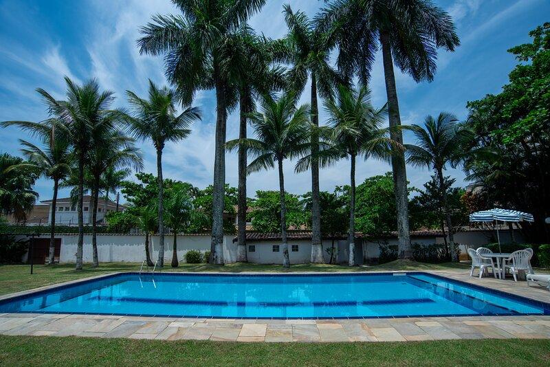 Casa grande e iluminada, com piscina, no Guarujá, location de vacances à Guaruja