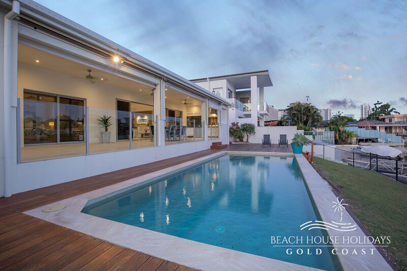 Belle of Broadbeach Beach House, holiday rental in Gold Coast