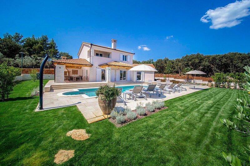 Beautiful Villa Dora Mirana, in Istria, holiday rental in Pavicini