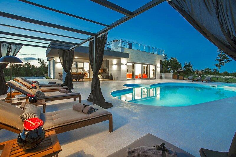 Beautiful Villa Barbara, in Istria, with a Pool, location de vacances à Stokovci