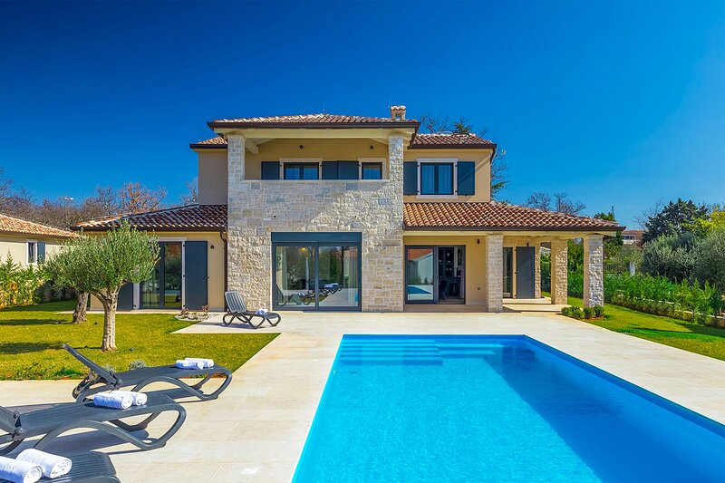 Beautiful Villa Una, in Istria, with a Pool, holiday rental in Kukci