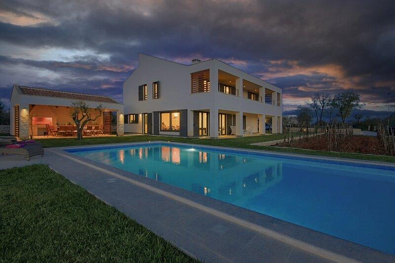 Beautiful Villa Bianca, in Istria, with a Pool, location de vacances à Svetvincenat