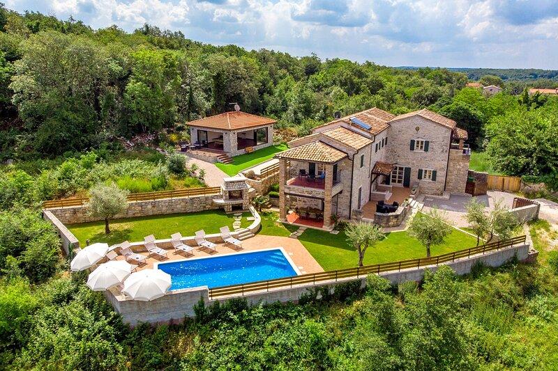 Stone Villa Lea & Tea, in Istria, with a Pool, aluguéis de temporada em Fabci