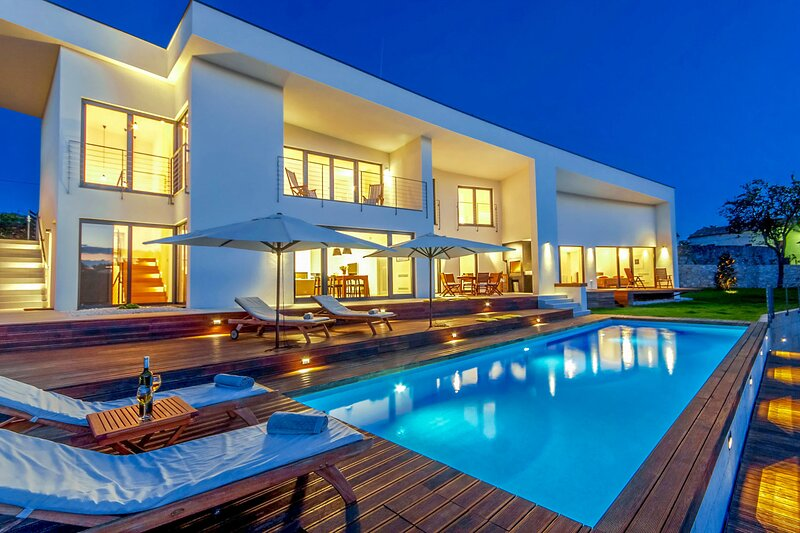 Modern Villa Vala, in Istria, with a Pool, location de vacances à Stokovci