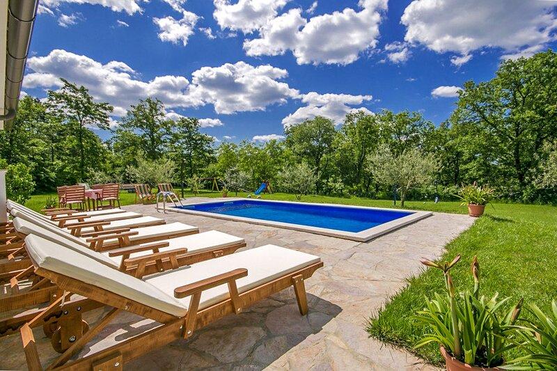 Beautiful Villa Vranici, in Istria, with a Pool, Ferienwohnung in Visnjan