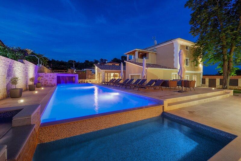 Beautiful Villa Salute, in Istria, with a Pool, Ferienwohnung in Visnjan