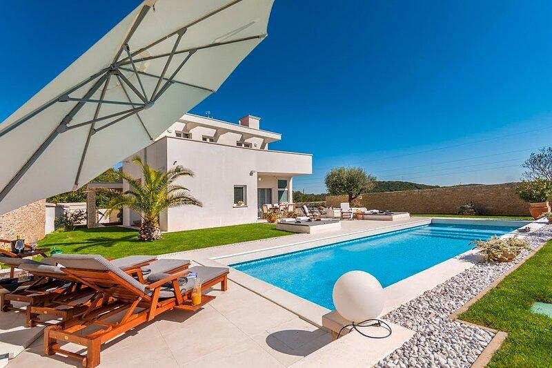 Modern Villa White, in Istria, with a Pool, holiday rental in Rovinjsko Selo