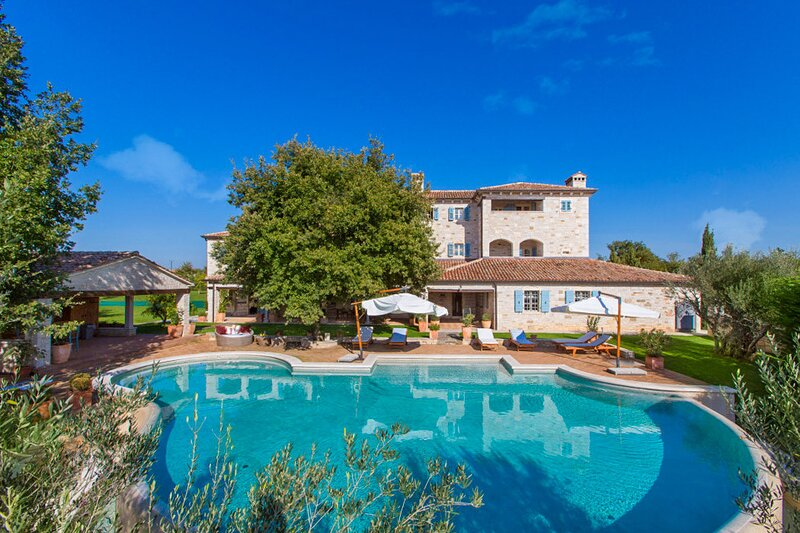 Stone Villa Lou-Sophie, in Istria, with a Pool, holiday rental in Zikovici