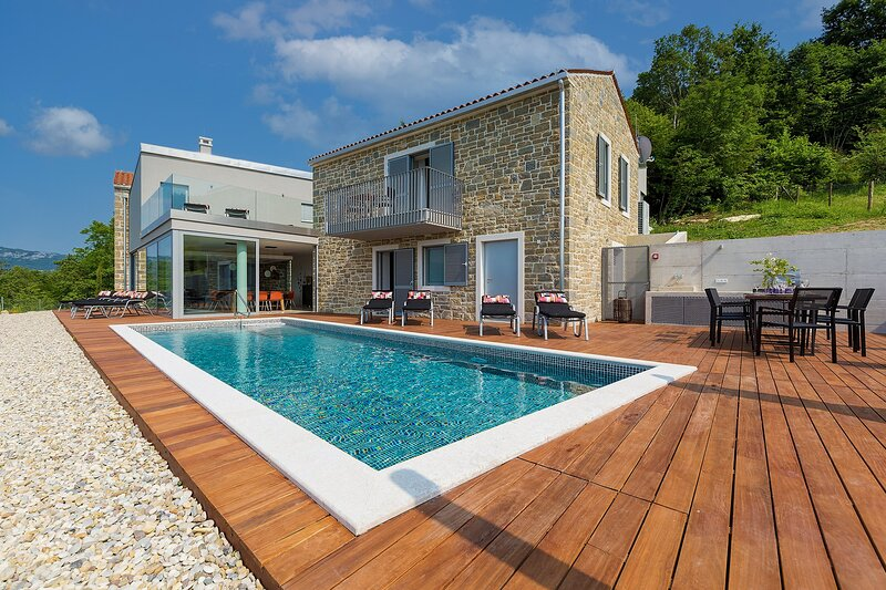 Beautiful Villa Akazija, in Istria, with a Pool, alquiler de vacaciones en Buzet