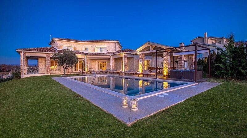 Beautiful Villa Star, in Istria, with a Pool, alquiler vacacional en Vranje Selo