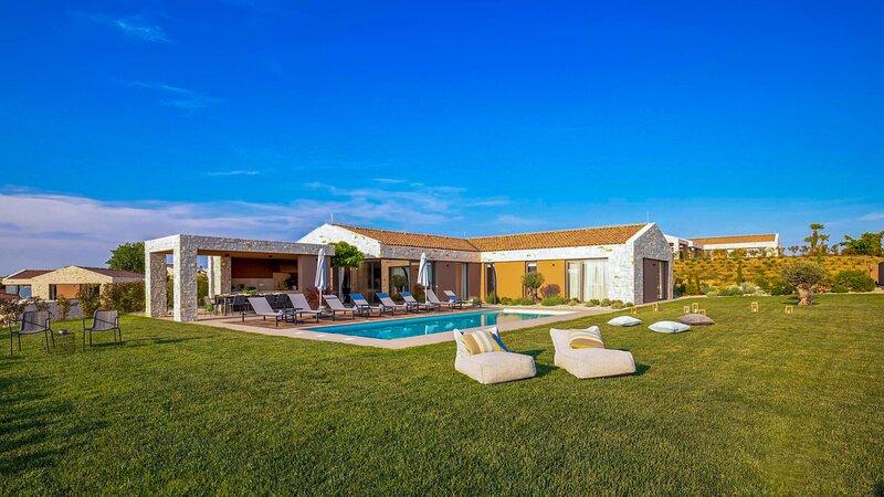 Modern Villa Terra Biancha, in Istria, with a Pool, alquiler de vacaciones en Brtonigla