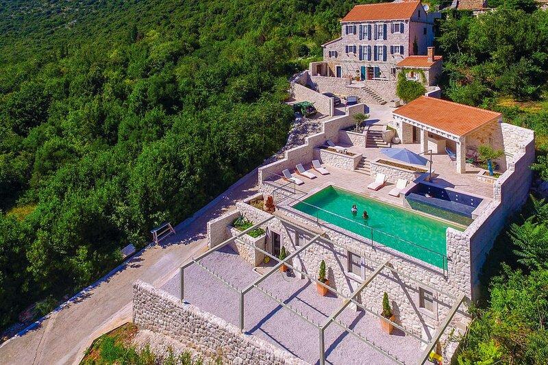Beautiful Villa Veli Vrh, in Dalmatia, alquiler vacacional en Trpanj