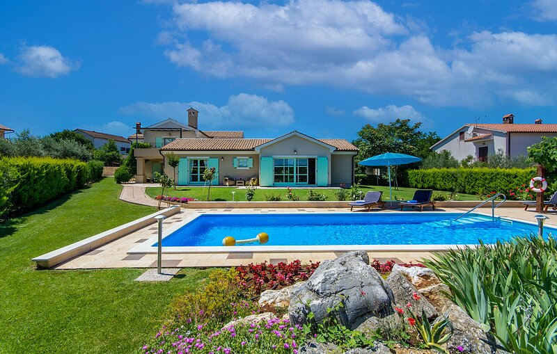 Beautiful Villa Judita, in Istria, with a Pool, holiday rental in Tar