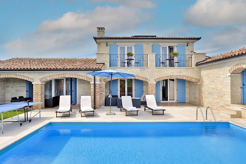Stone Villa Luan, in Istria, with a Pool, holiday rental in Medulin