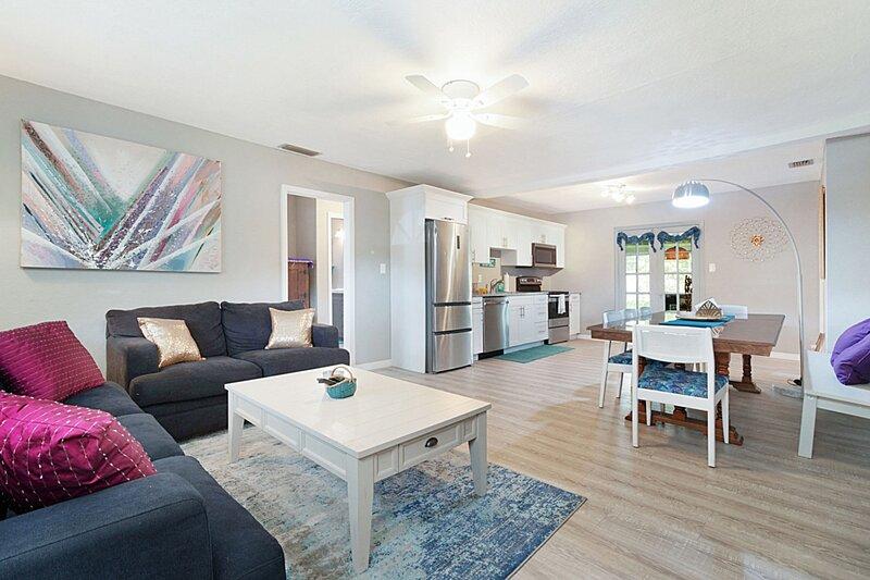 'Coastal Escape' - 3BR Beach Home for 6, alquiler de vacaciones en Redington Beach