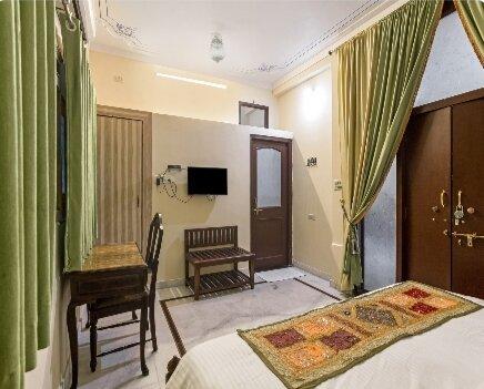 Sun heritage haveli Room, holiday rental in Bhujra