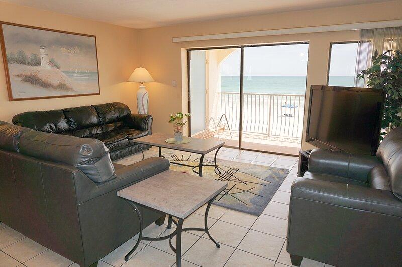 Redington Surf Resort 17 Pent House 2BR, vacation rental in North Redington Beach
