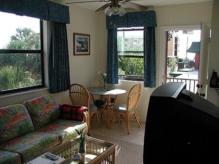 Royal Orleans #212 1BR 1BA, holiday rental in Redington Beach