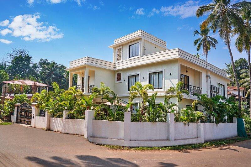 Luxury Goan Villa:  Independent-Serviced-Pvt pool, alquiler vacacional en Bardez