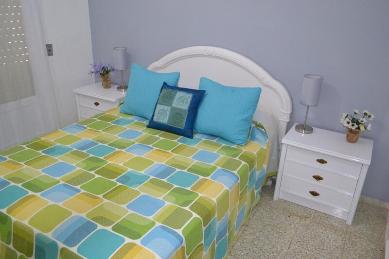 Deluxe 3 bedroom Apartment, Balcony, 15 minutes walk to city and beach sys2, casa vacanza a Petrel