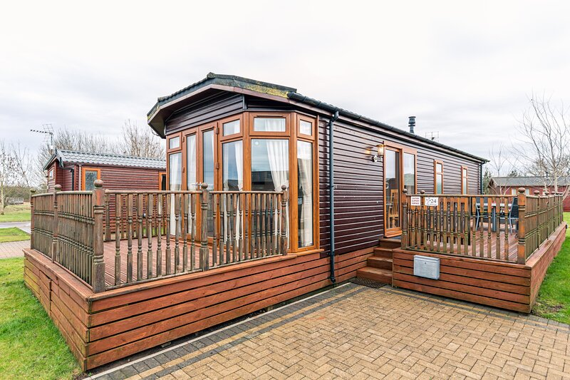 Lotties Lodge with Hot Tub, holiday rental in Old Malton
