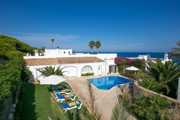 Ariet beautiful seafront villa for 8 persons, holiday rental in Cala Serena