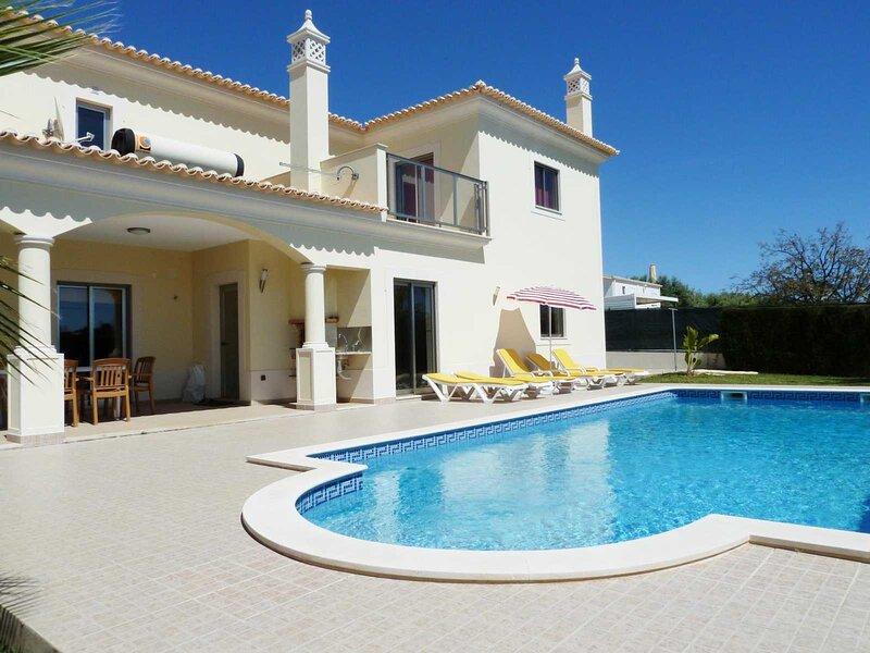 Villa Hugo - Bright modern villa - walk to restaurants - easy reach of beaches – semesterbostad i Branqueira