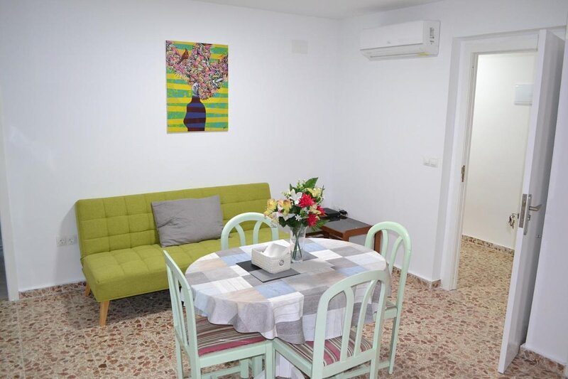 Beautiful 1 bedroom Apartment with gallery and Air Conditioning cb6yr, holiday rental in Pinoso