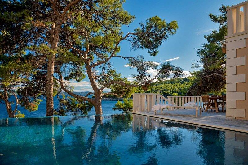 Luxury Villa Dreamcatcher with Infinity Pool, vacation rental in Selca