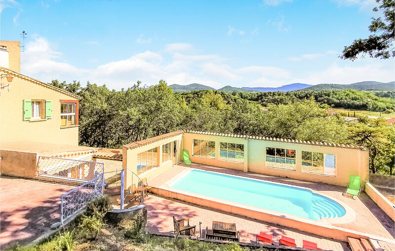 Amazing home in Mollans-sur-Ouvèze with Outdoor swimming pool, WiFi and 3 Bedro, vacation rental in Faucon