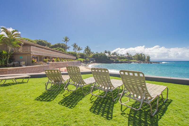 Deluxe Oceanview 2br Maui Condo/Steps to the Sand!, holiday rental in Napili-Honokowai