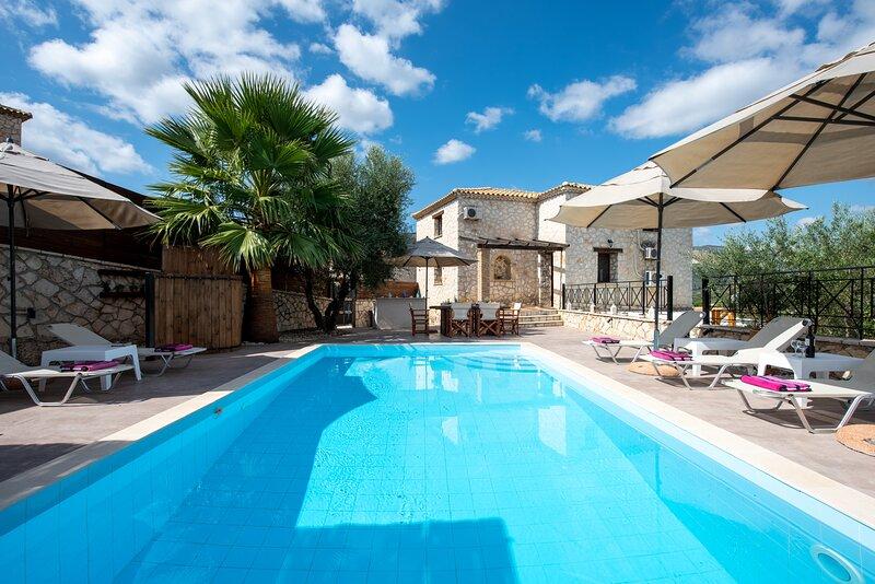 Laganas - Studio luxueux à la 'Villa Mouzaki' avec piscine privée, holiday rental in Laganas