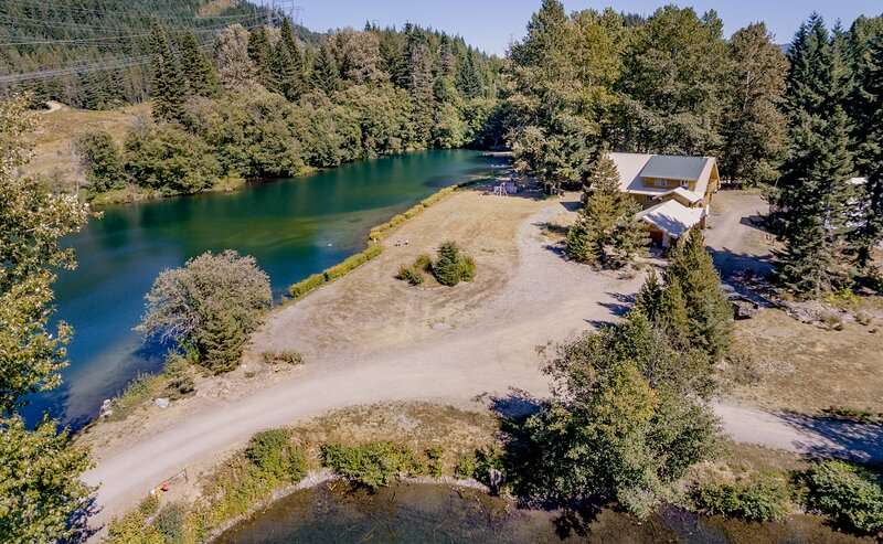 5 Bedroom Lodge on 4 Lakes, holiday rental in Greenwater