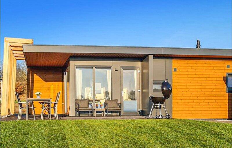 Nice caravan in Süsel with WiFi and 2 Bedrooms (DSH065), aluguéis de temporada em Eutin