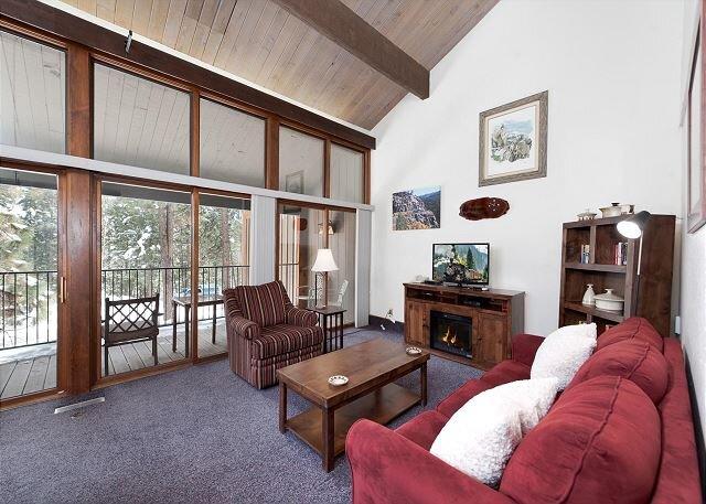 Tamarron Resort #818 - Amid the Pines - Golf - AC/Pool/HotTub - Ski Shuttle, alquiler de vacaciones en Durango