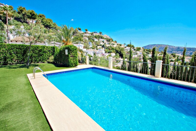 La Gavina - holiday bungalow with sea view in Moraira, holiday rental in Benimeit
