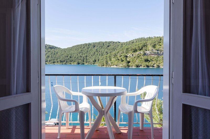 Palma Room4 with balcony&sea view -S4, holiday rental in Govedari